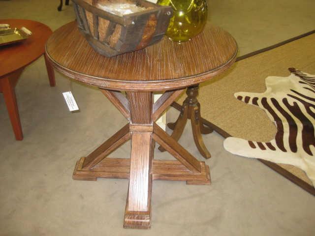 Crossleg Accent Table